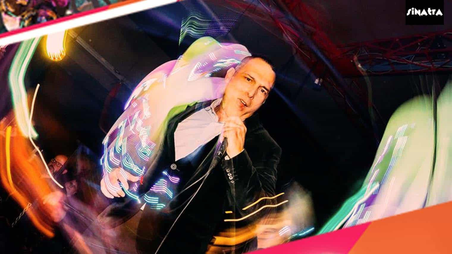 vocalist_in_discoteca_circular_feeling_clubbing_culture_sinatra_ferrara_club.jpg